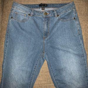 EUC Susan Graver Flare Jeans Size 6.